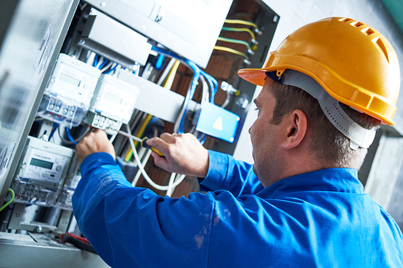 Become An Electrician in Wolverhampton West Midlands